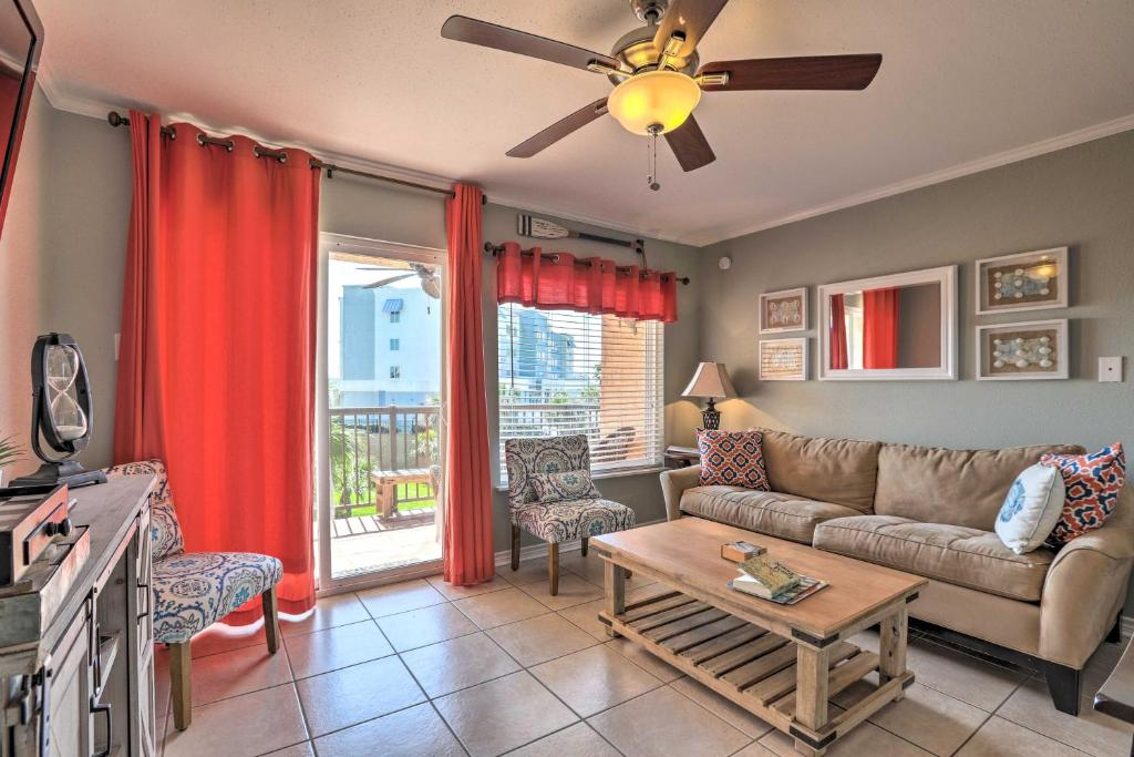 Galveston Getaway with Pool Access - Steps from Beach
