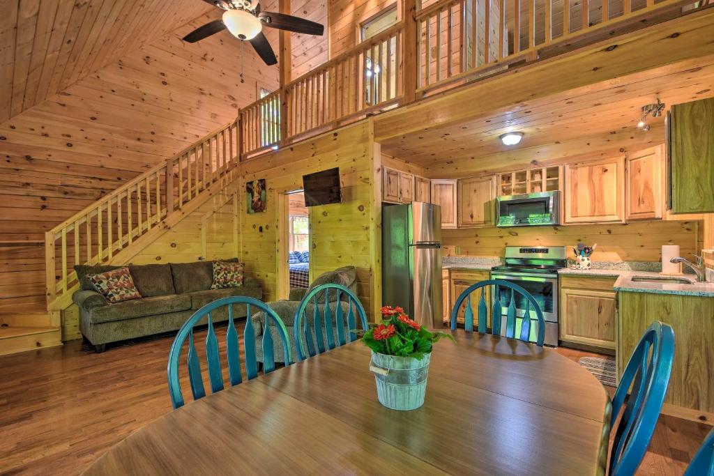 Murphy Cabin with Spacious Deck & Forest Views!
