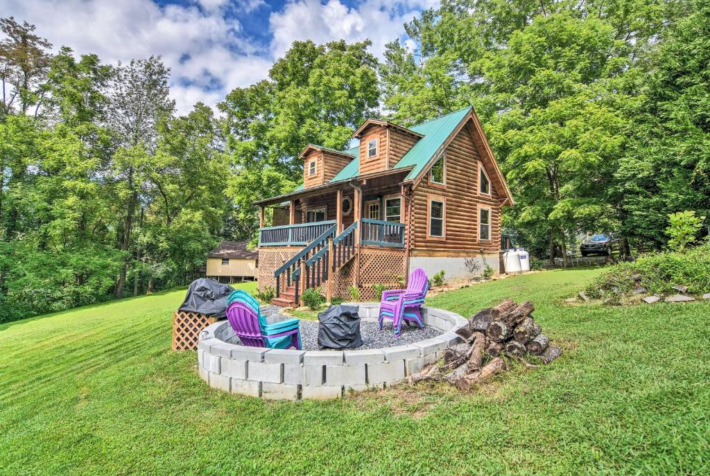Maggie Valley Cabin with Game Room & Fire Pit!