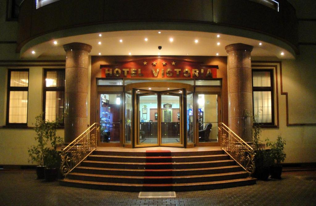 Fațada sau intrarea în Hotel Victoria