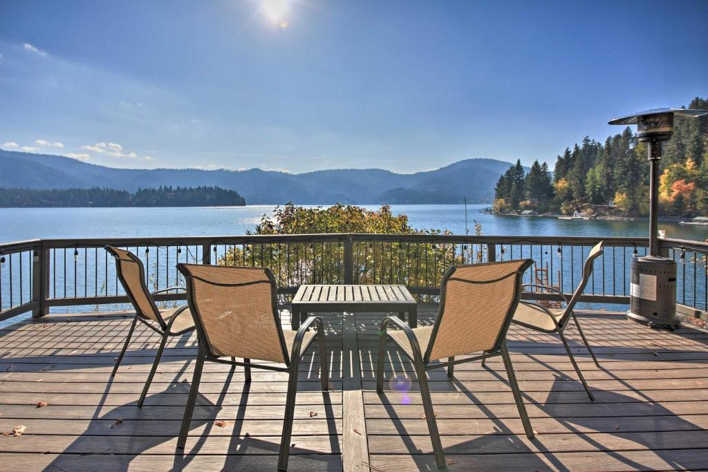 Lakeside Hayden Lake Cabin with Water Access!