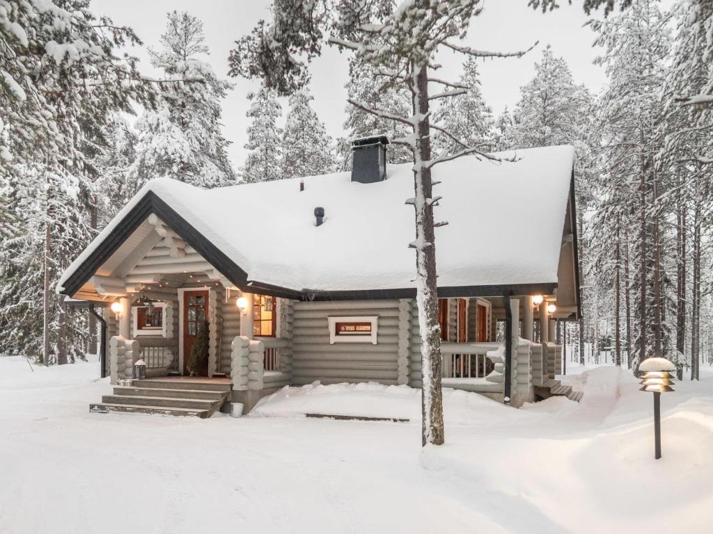 Holiday Home Syväniemi during the winter