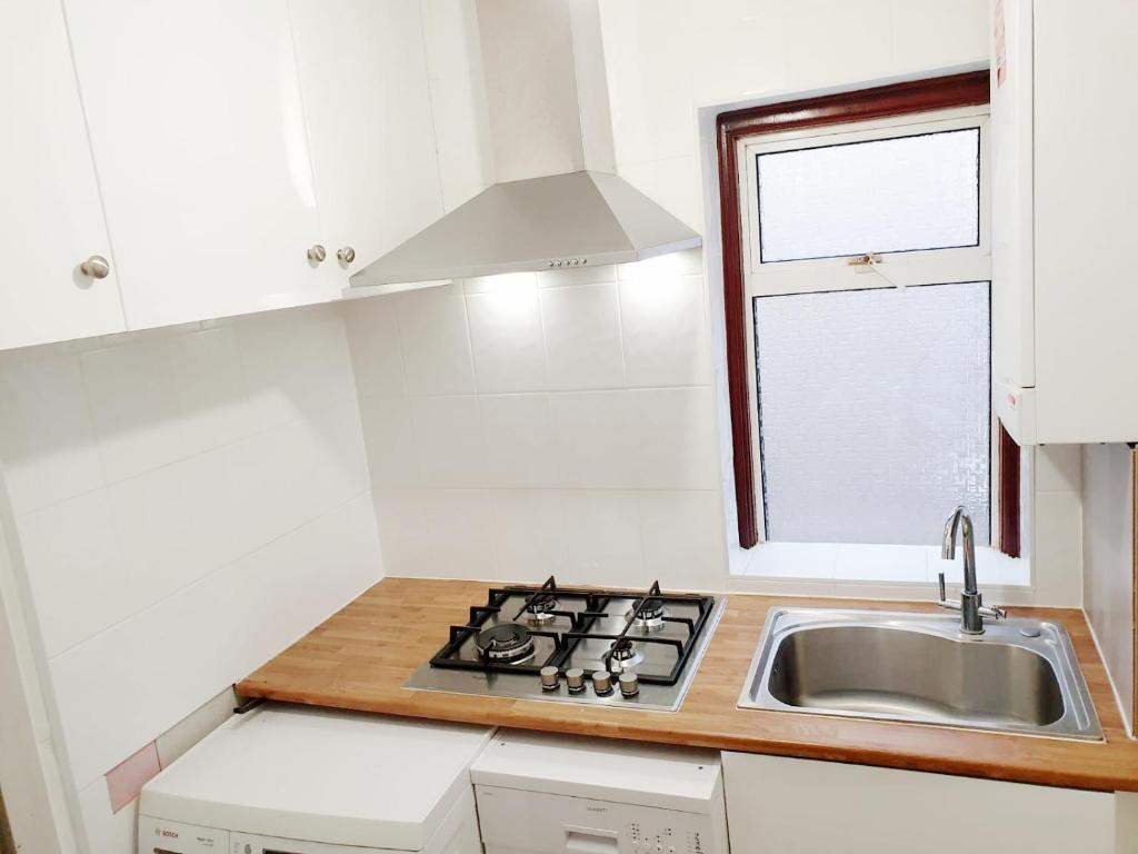 A kitchen or kitchenette at The 55
