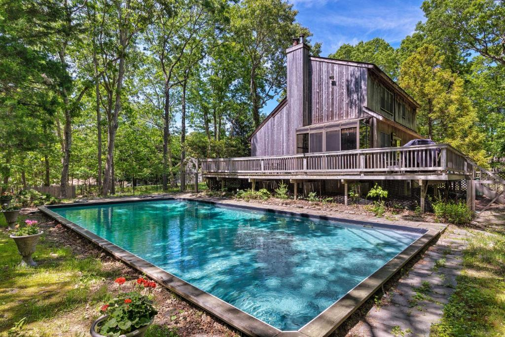 Quiet Home with Sunroom, Less Than 1 Mi to Three Mile Harbor