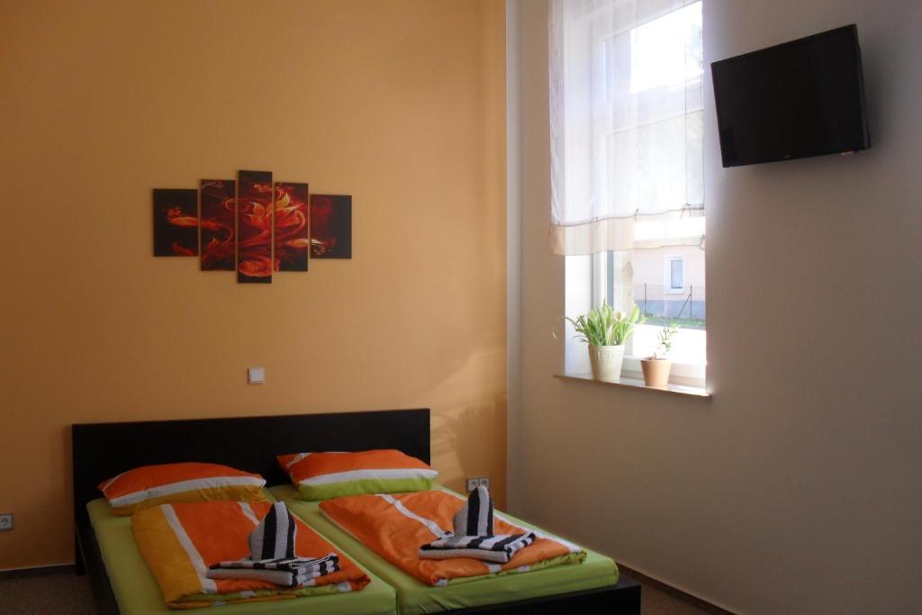Ein Bett oder Betten in einem Zimmer der Unterkunft Pension Am Steinberg