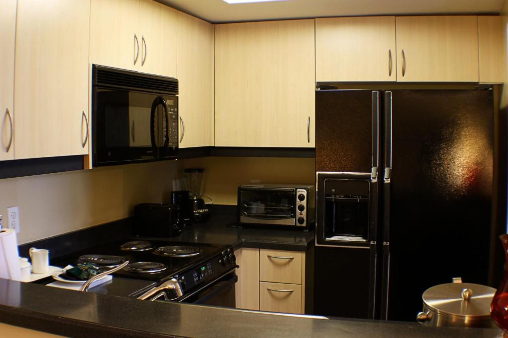 A kitchen or kitchenette at The Mutiny Luxury Suites Hotel