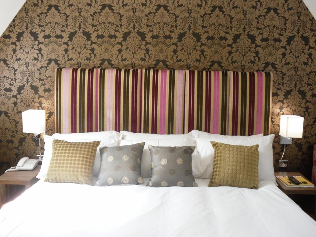 A bed or beds in a room at Hopping Hare