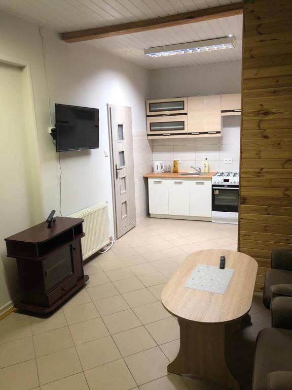 A kitchen or kitchenette at Apartament cztero osobowy Dęblin