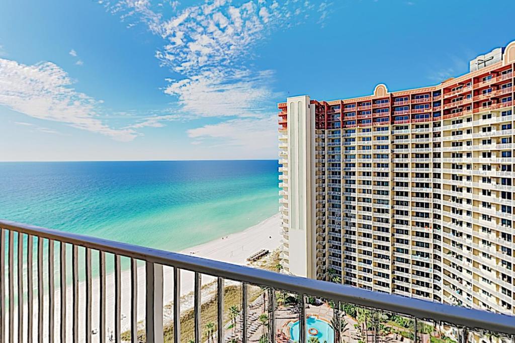 Beachside Resort Condo w/ Pools, Spa & Big Views condo