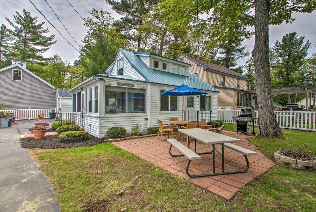Sebago Lake Cottage with Patio & Beach Access!