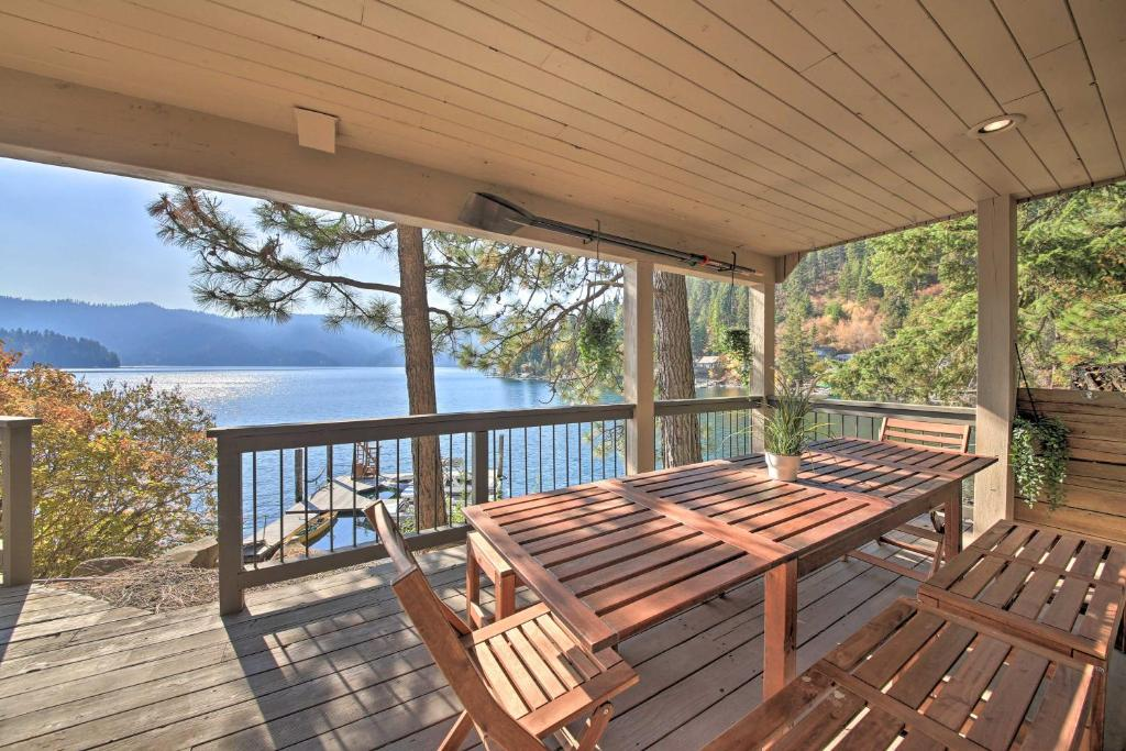 Waterfront Lake Studio with Deck & Beach Access!