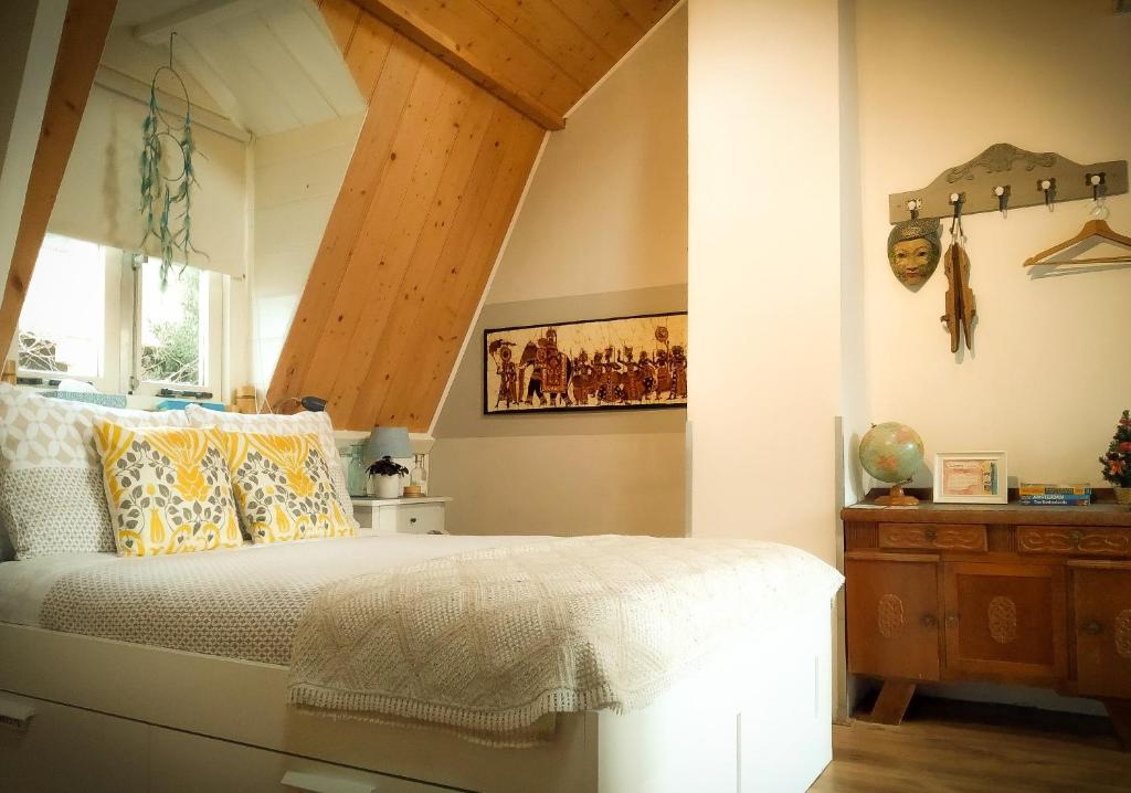 A bed or beds in a room at Charming House in Historic Haarlem