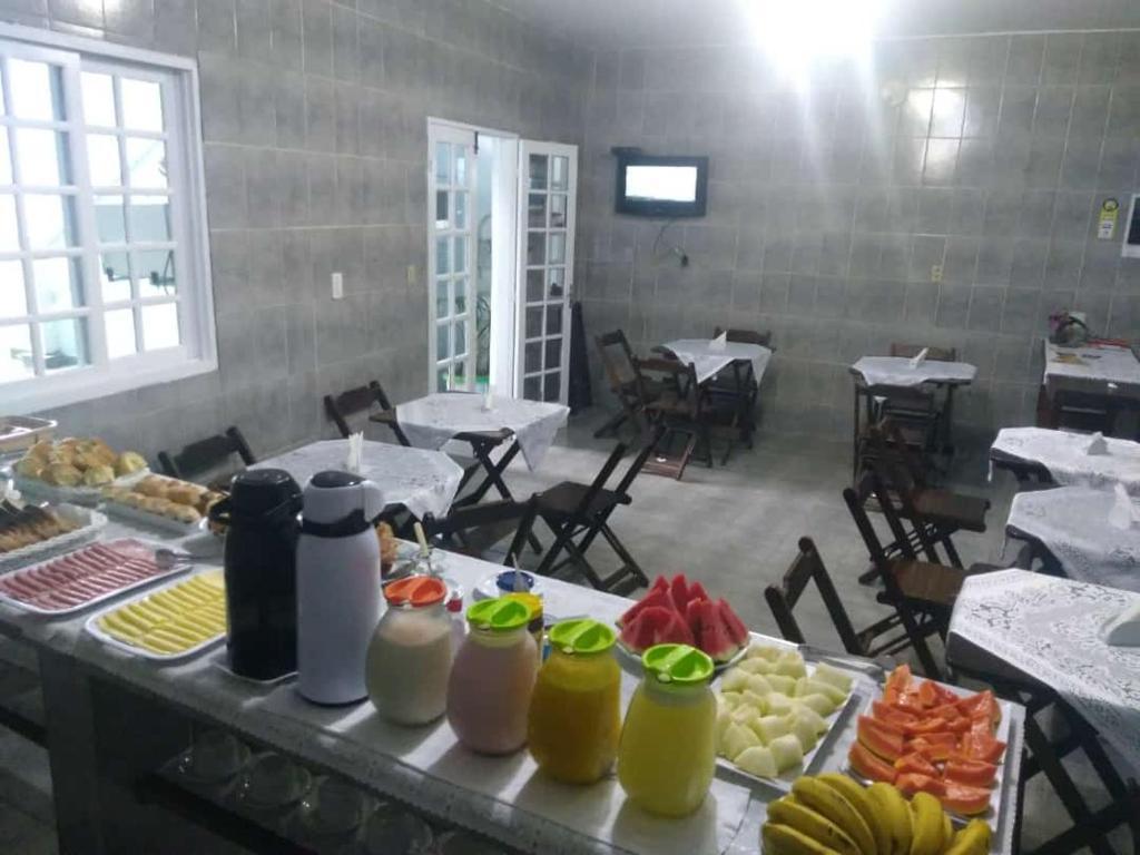 Um restaurante ou outro lugar para comer em Dolce Mar Ubatuba Suites