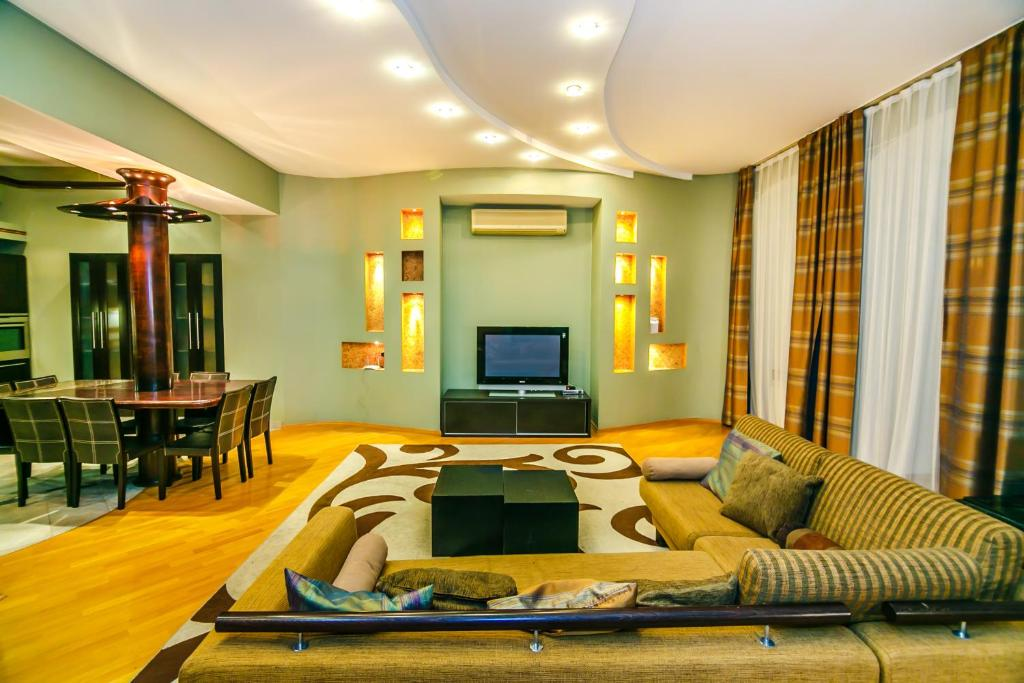 Uma área de estar em Vip Apartment Mc Donalds