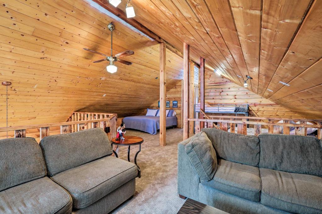 Fully Remodeled Munds Park Woodland Cabin Getaway!