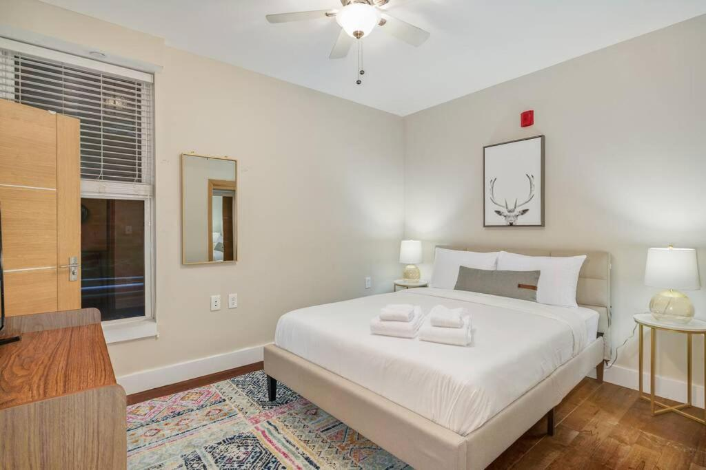 Charming 1BR In Old City With Patio