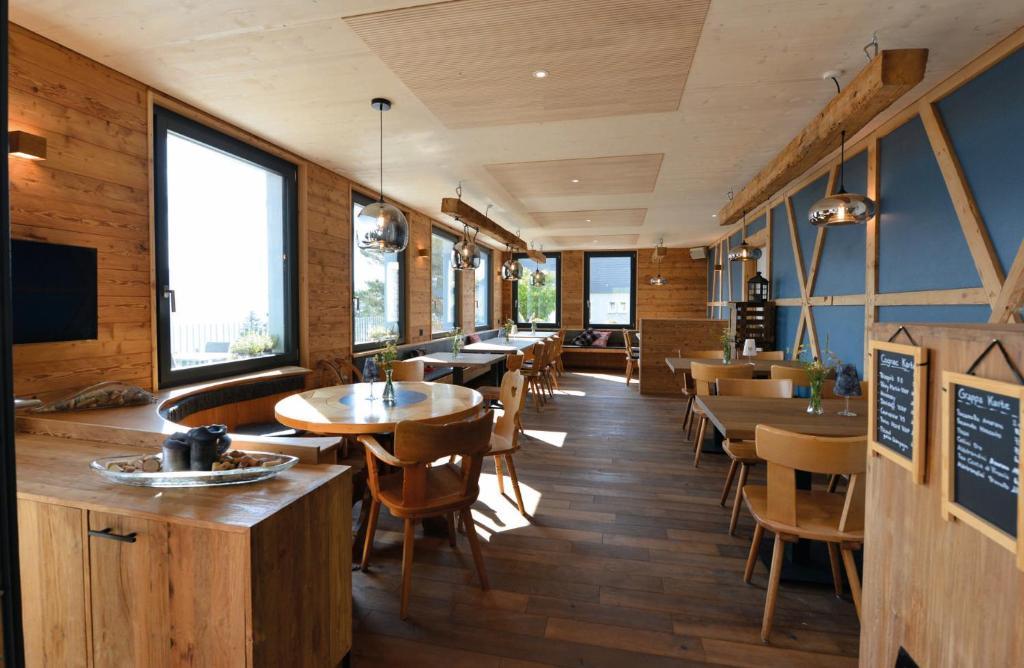 Ein Restaurant oder anderes Speiselokal in der Unterkunft Berggasthaus Eggberge