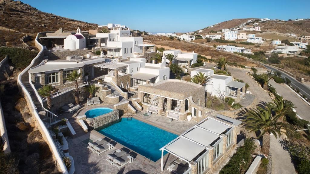 A view of the pool at Leonis Summer Houses or nearby