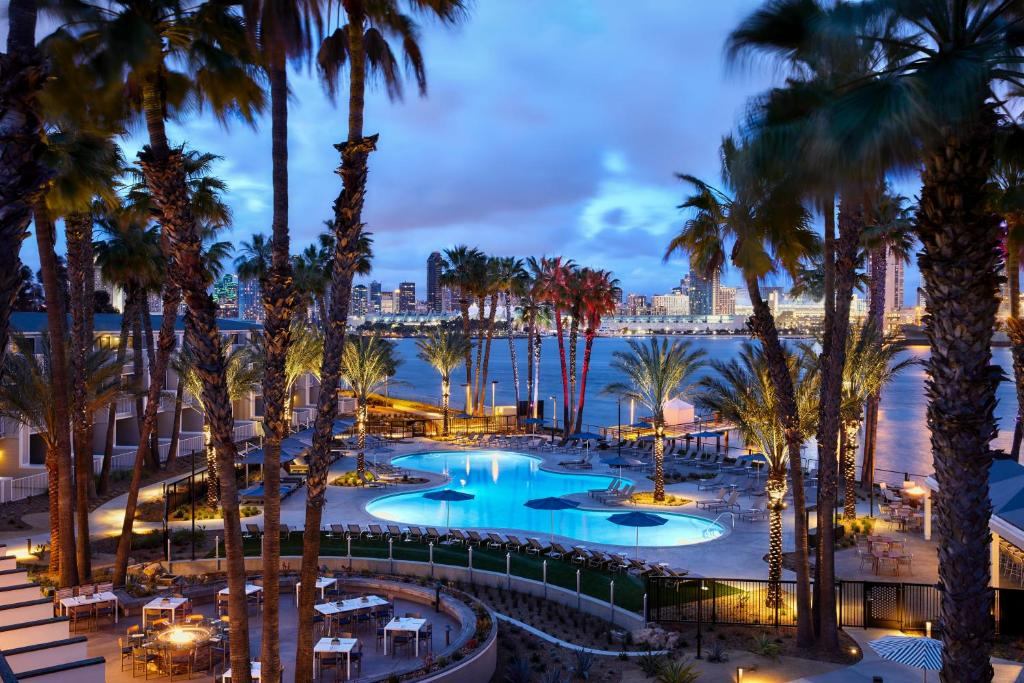 A view of the pool at Coronado Island Marriott Resort & Spa or nearby