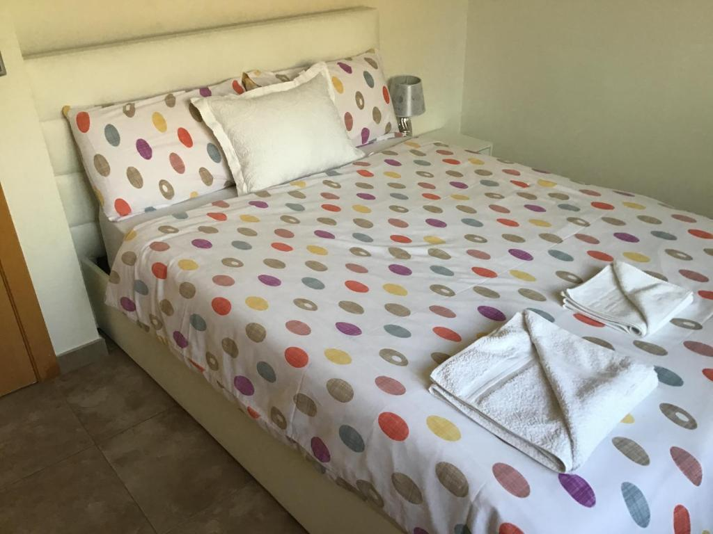 A bed or beds in a room at Double Room with Shared Bathroom and Shared Communal Areas R4