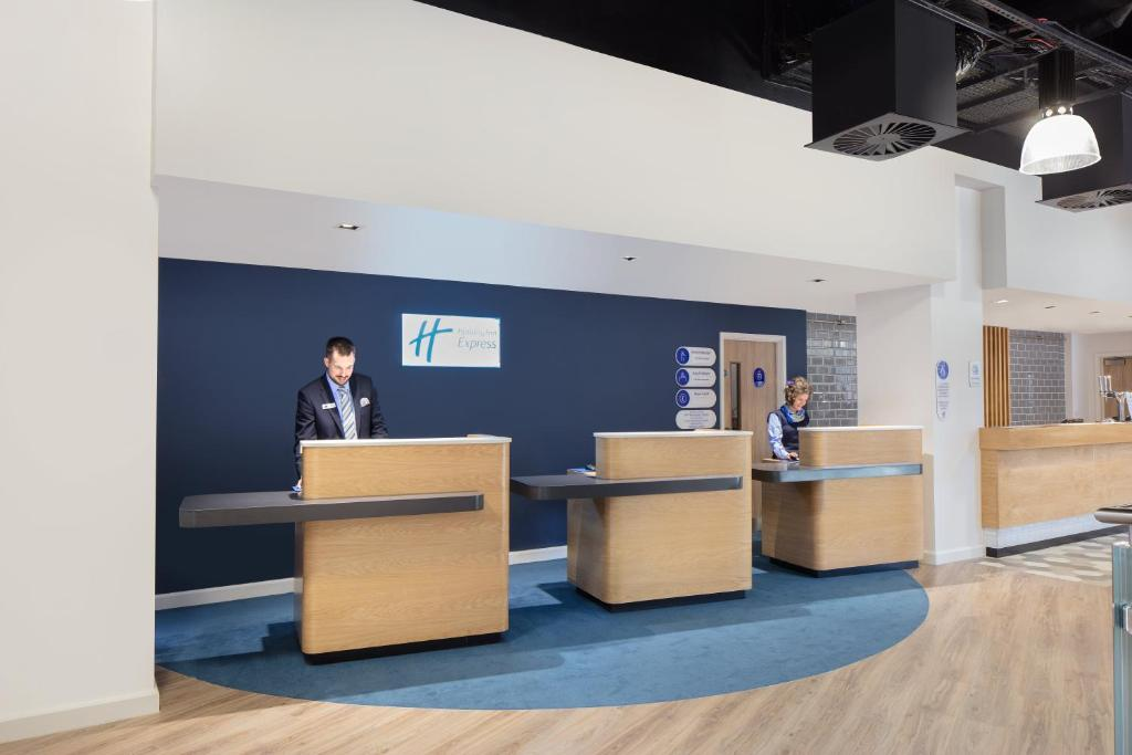 The lobby or reception area at Holiday Inn Express - Birmingham - City Centre