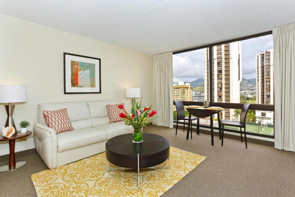 A seating area at Waikiki Sunset #1211
