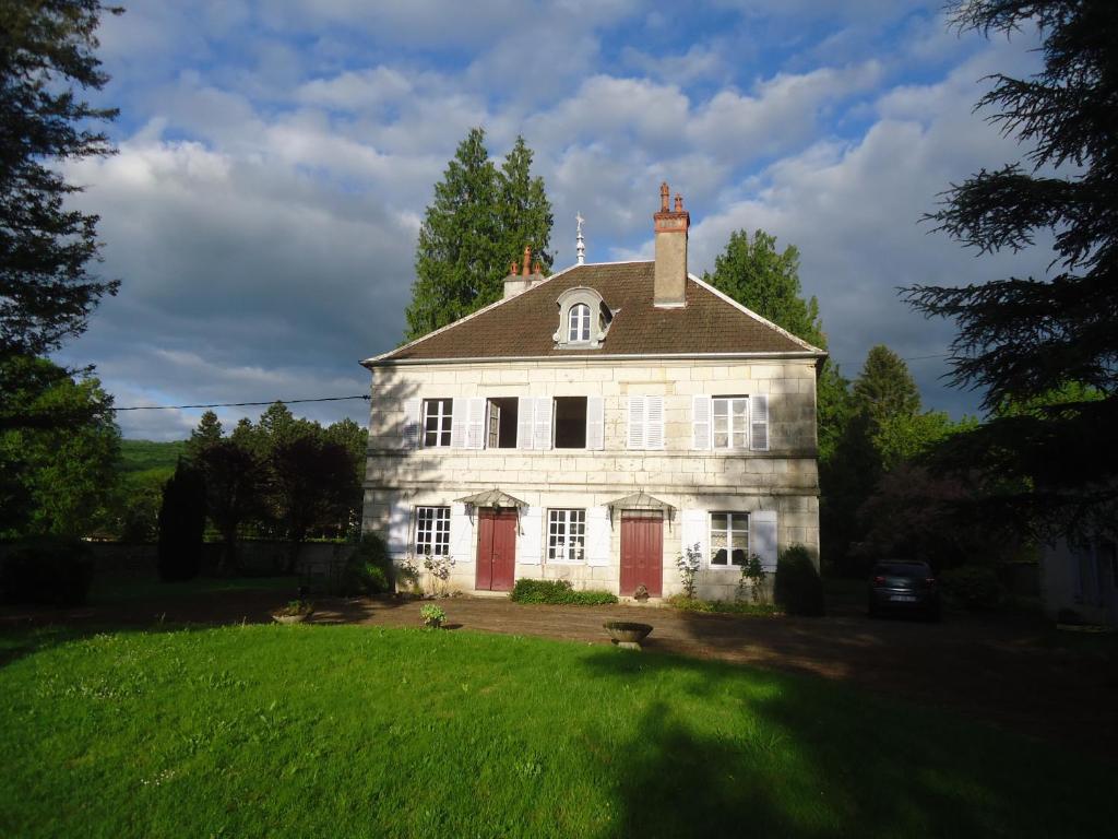 Maison de caractere, La Chapelle-sur-Furieuse – Updated 8 Prices