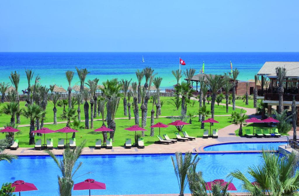 A view of the pool at Hasdrubal Thalassa & Spa Djerba or nearby