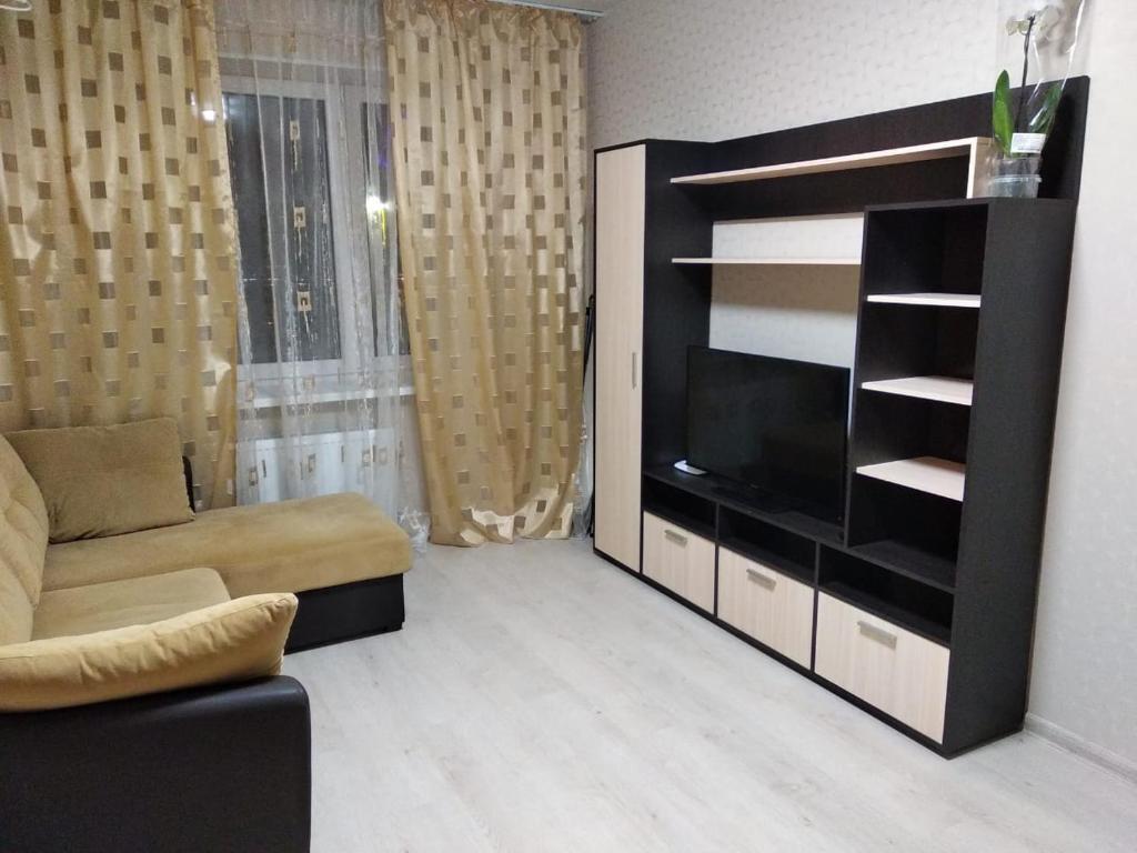 A television and/or entertainment centre at уютные апартаменты, ЖК Губернский