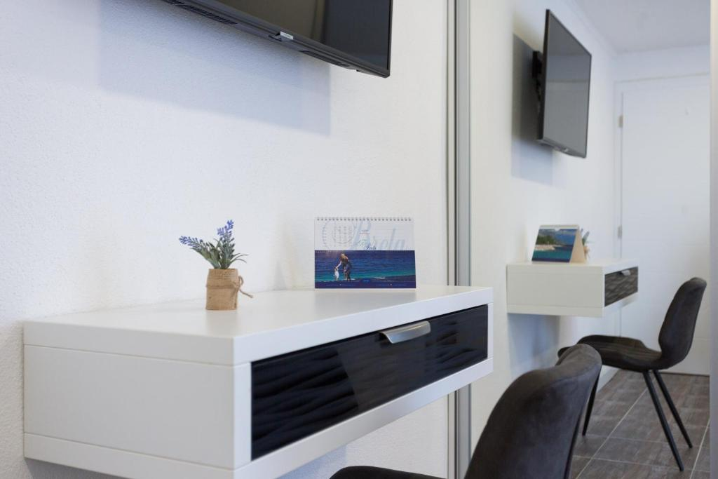 A television and/or entertainment centre at Sedra Home