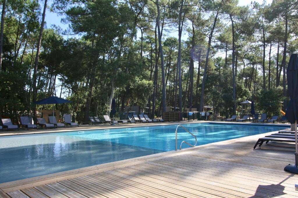 Piscine de l'établissement Green Resort ou située à proximité