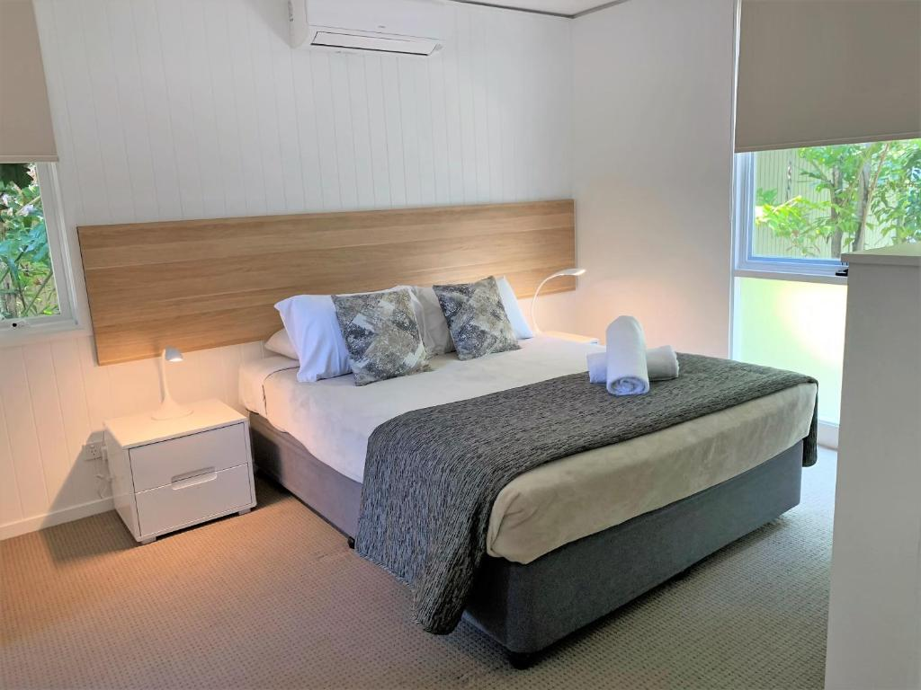 A bed or beds in a room at The Hastings Beach Houses