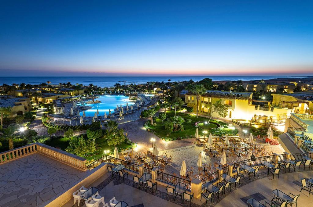 Een luchtfoto van The Three Corners Fayrouz Plaza Beach Resort