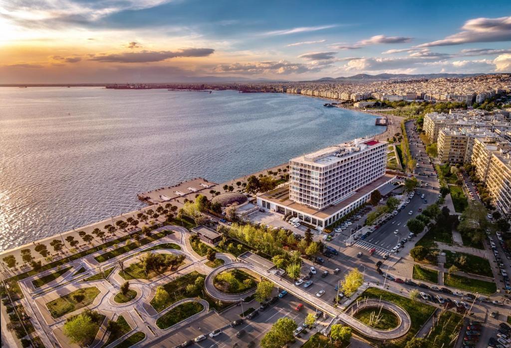 מבט מלמעלה על Makedonia Palace