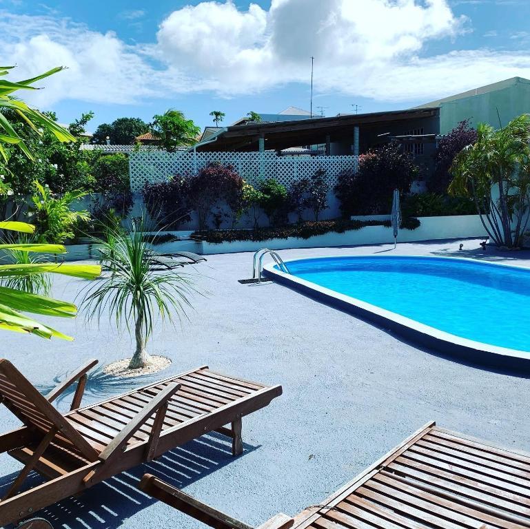 A piscina localizada em Villa Panseku ou nos arredores