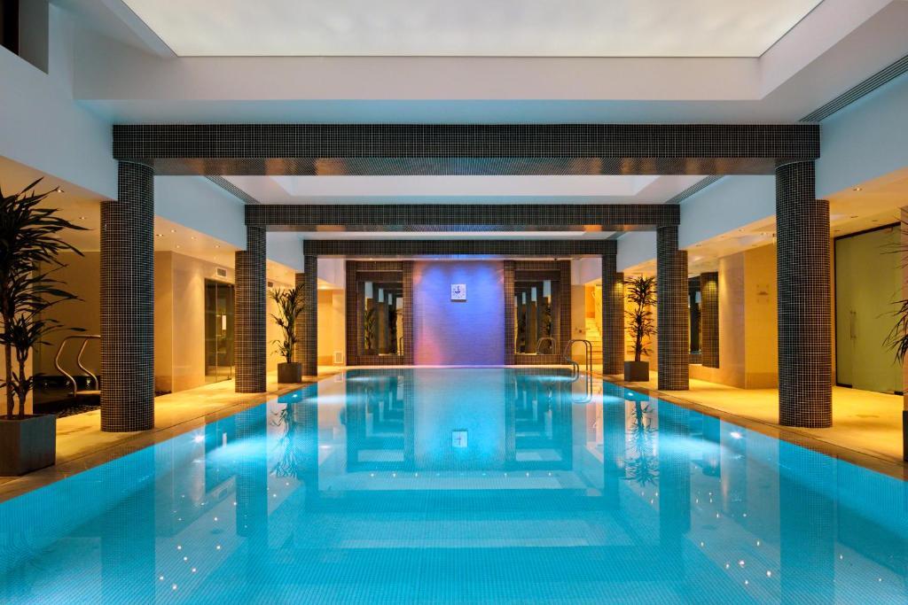The swimming pool at or close to Leonardo Royal London St Paul's