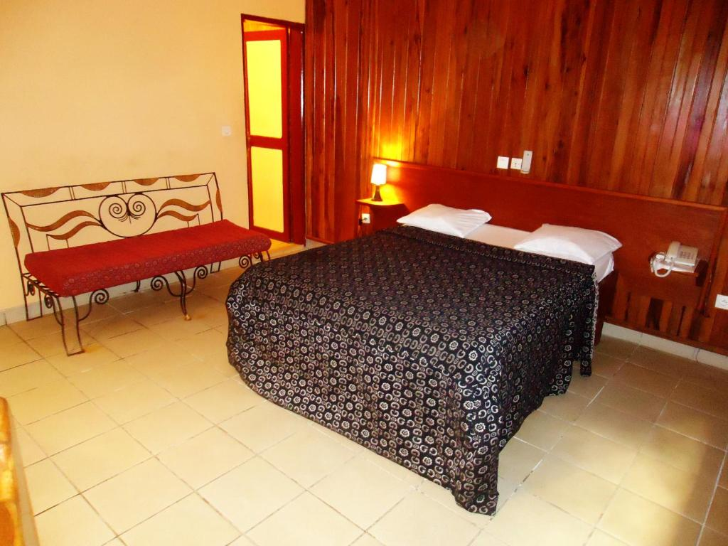 A bed or beds in a room at SAFFANA hôtel