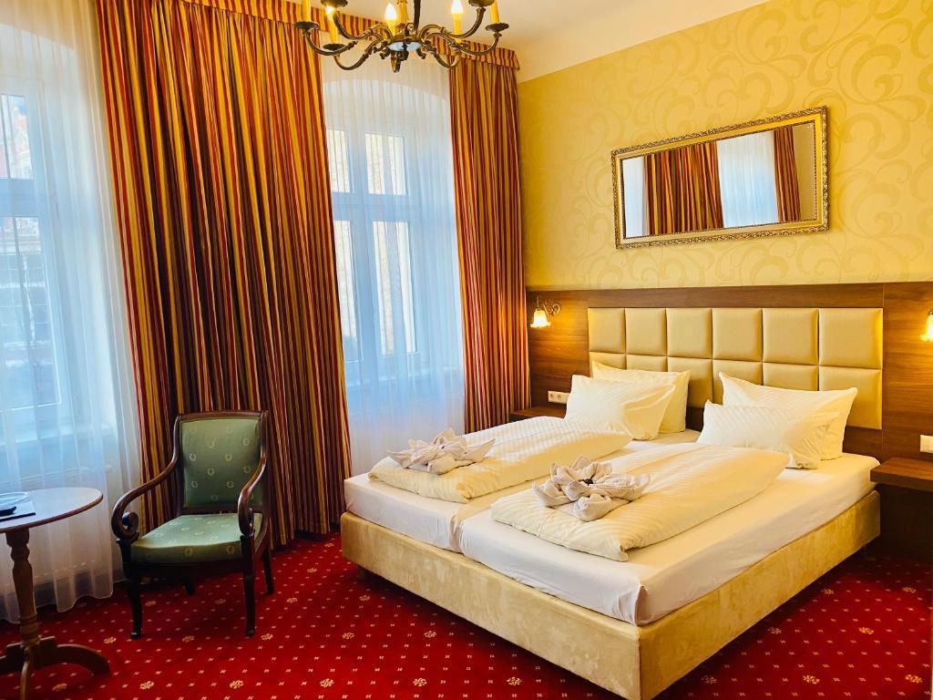 Ein Bett oder Betten in einem Zimmer der Unterkunft Hotel Alt Görlitz