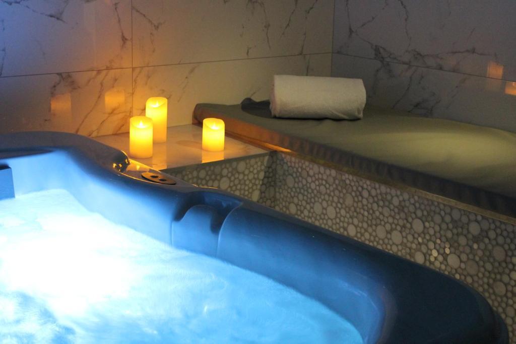 Hotel Design Secret De Paris France Booking Com,Glass Church Pulpit Designs