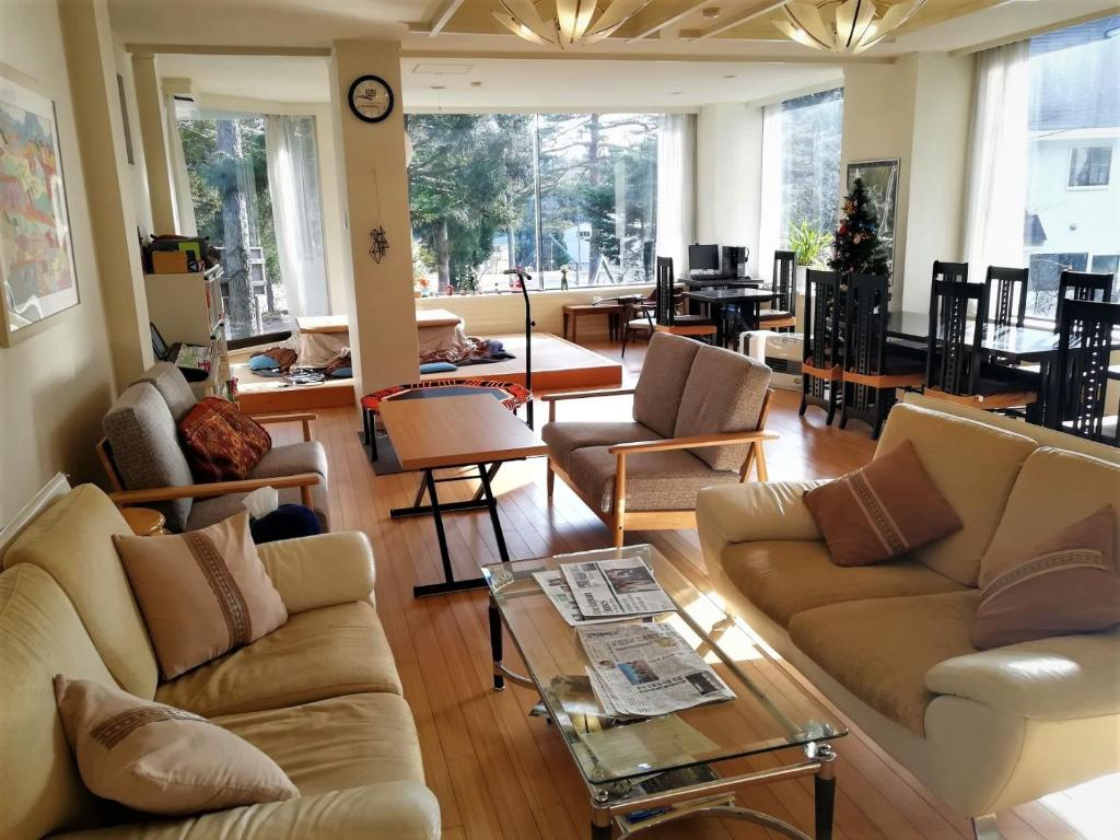 A seating area at K's House Hakuba Alps - Travelers Hostel