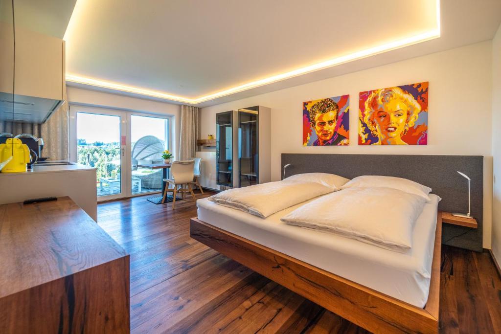 Ein Bett oder Betten in einem Zimmer der Unterkunft Haus am Weinberg II