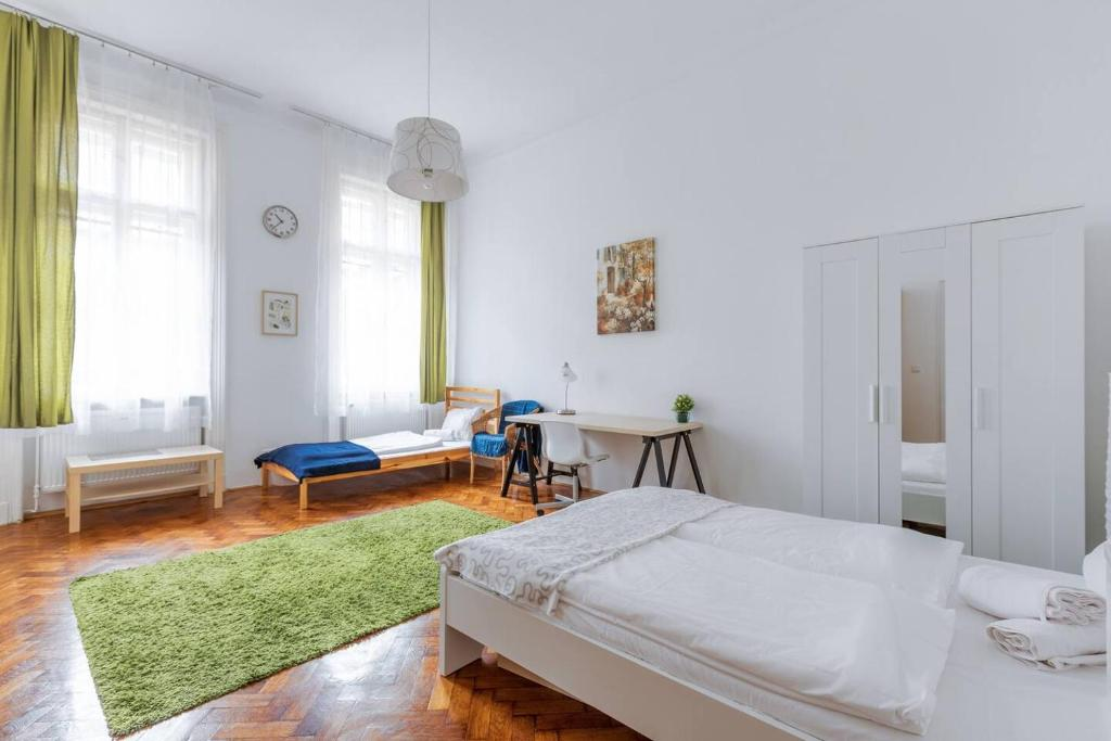 Picture of: Apartment Large And Sunny Living Spaces At An Epic Location Budapest Hungary Booking Com