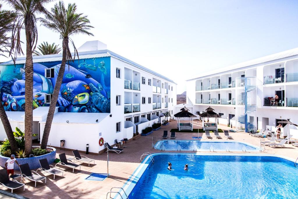 A view of the pool at Corralejo Surfing Colors Hotel&Apartments or nearby