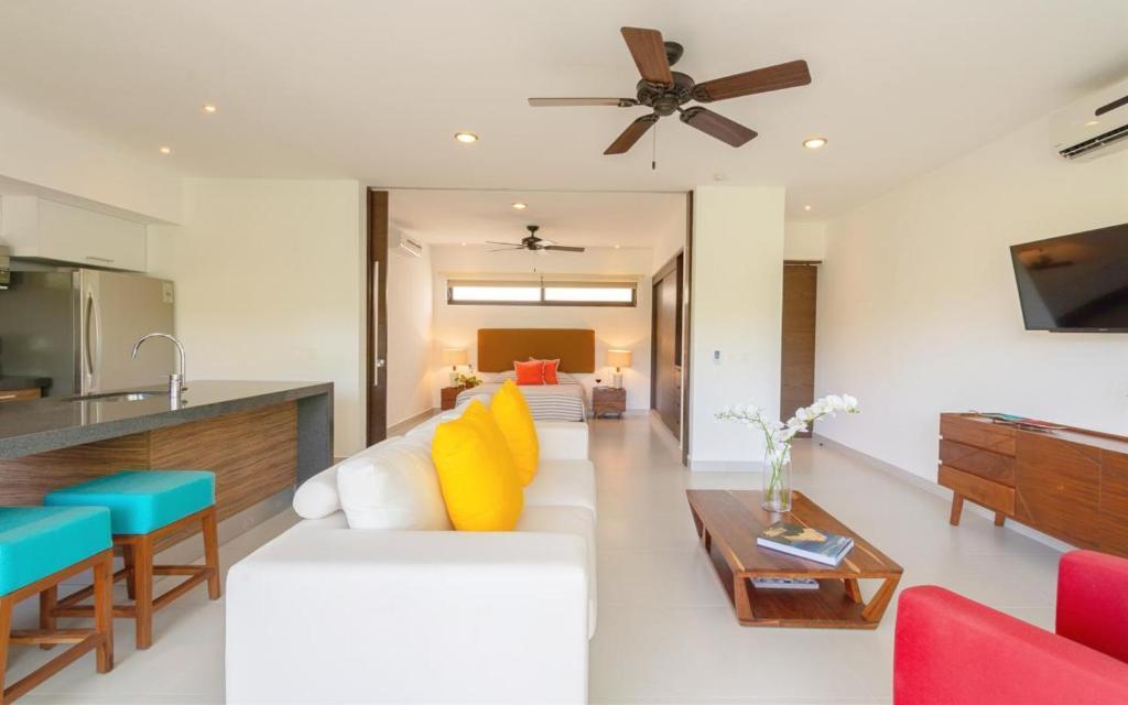 Trendy Colorful Loft Spectacular Views Free Access To Resorts At Beach Akumal Mexico Booking Com