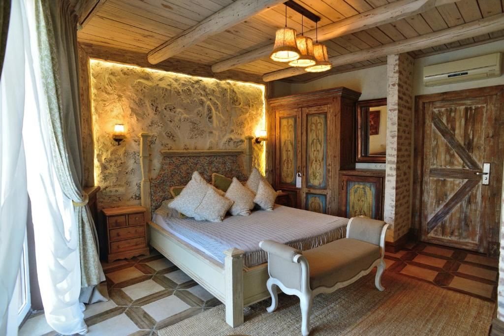 A bed or beds in a room at Rassl Country Home