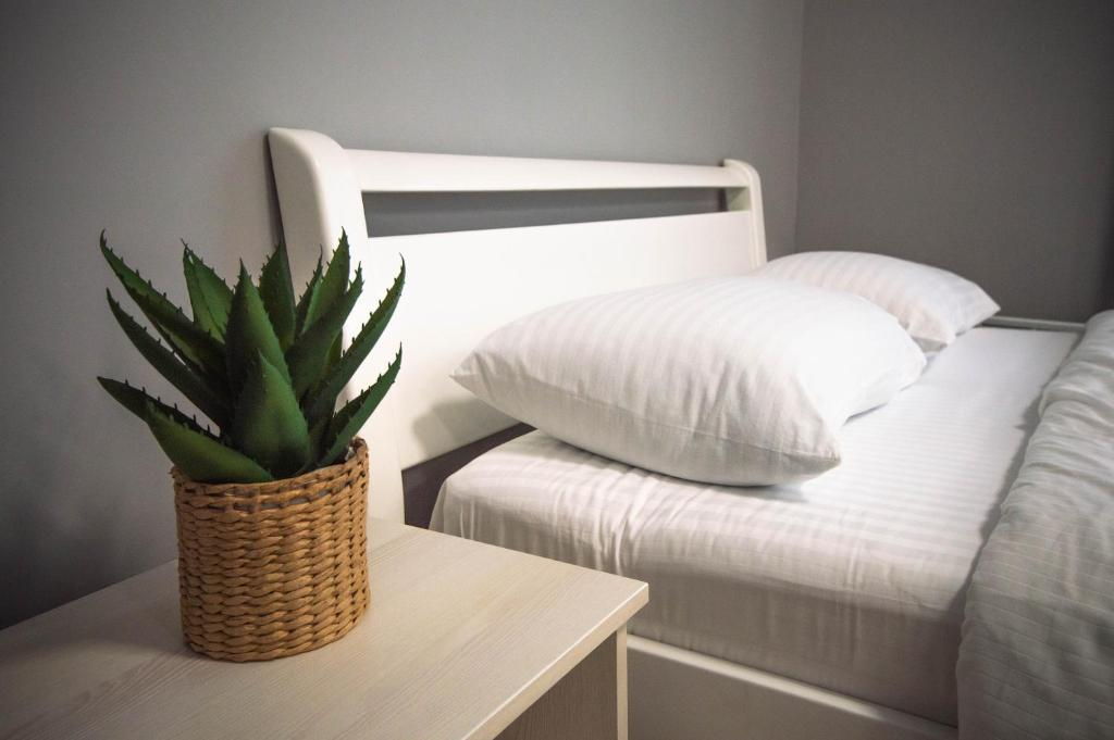 A bed or beds in a room at Lesi 3 Studio Apartment