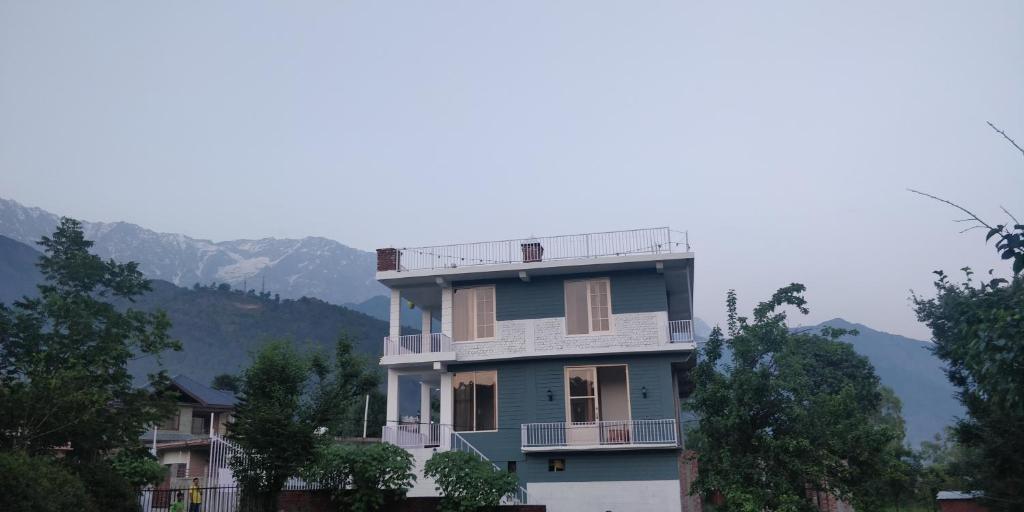 All seasons villa (chitshaktivilas)