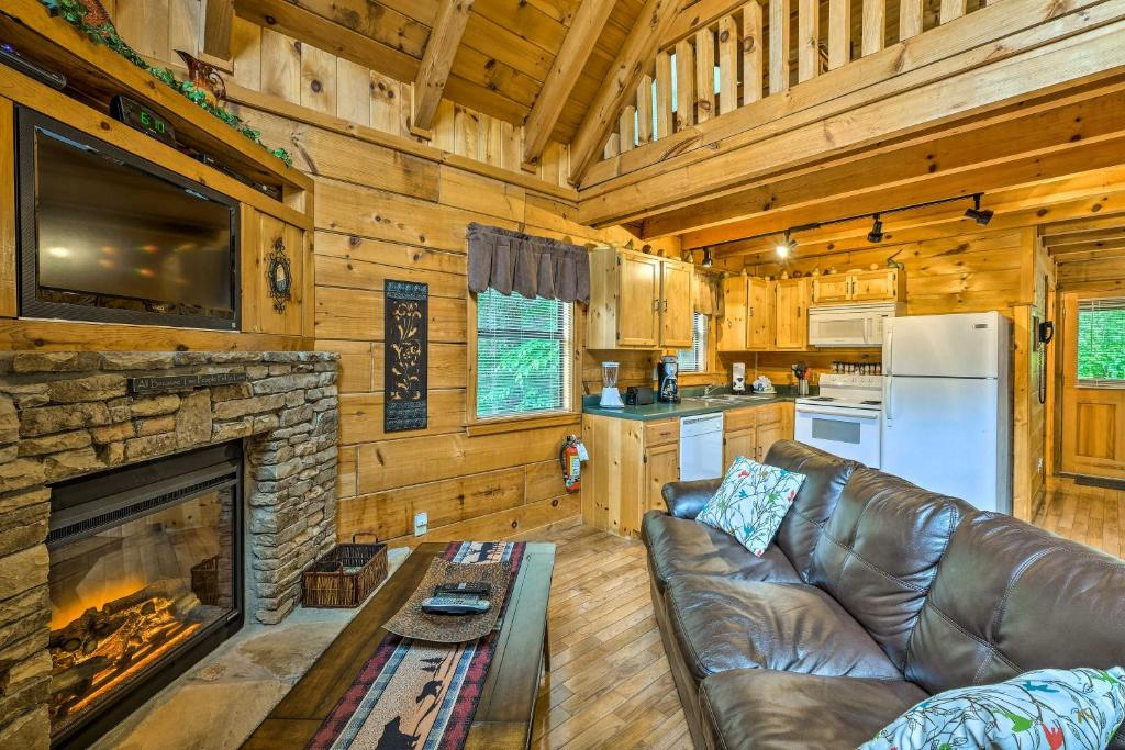 'A Walk in the Park' - Gatlinburg Cabin with Hot Tub