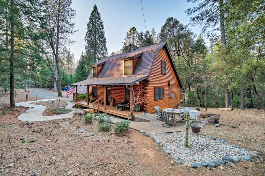Secluded Log Cabin Studio Apt in Grass Valley