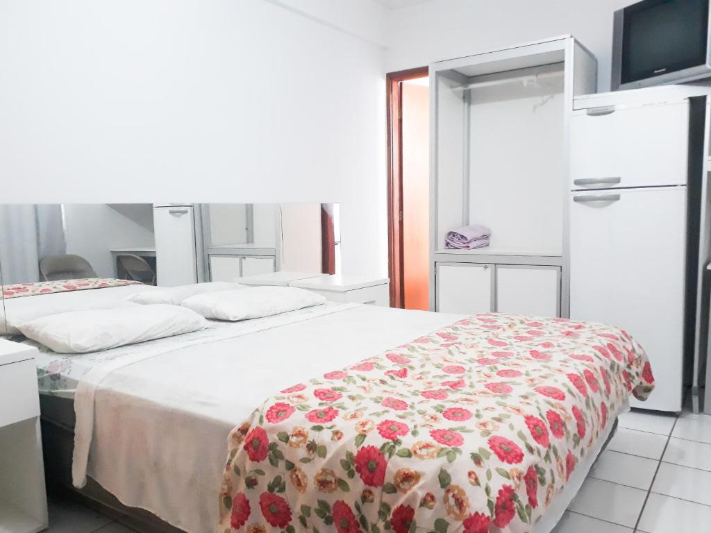 A bed or beds in a room at Apart Acquaville Caldas Novas